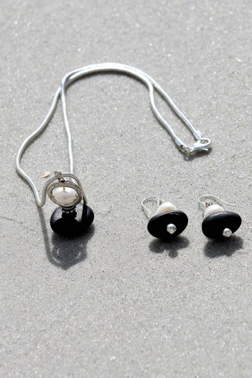 Black Beach Stone and Freshwater Pearl Set