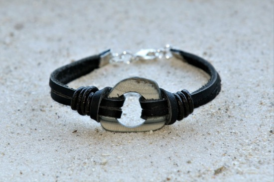 Grey striped quahog shell fragment BRACELET on knotted black leather straps, lobster clasp 7 in.