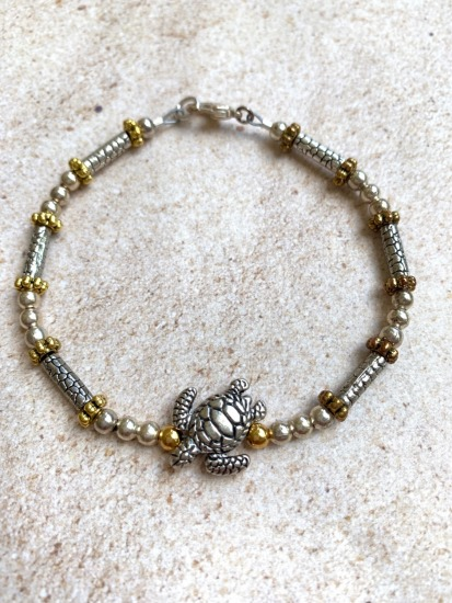 Silver and gold beaded stack BRACET - sea turtle - lobster clasp - 7""
